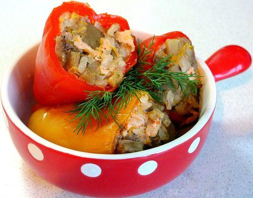 Блюдо из красного перца с мясным фаршем