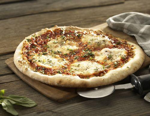 при какой температуре и сколько готовить пиццу