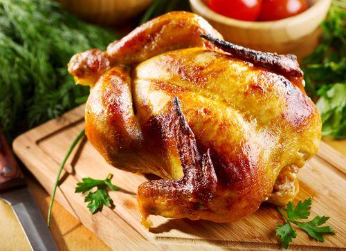 Запеченная куриная тушка с хрустящей корочкой