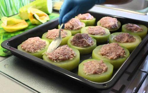 Рецепт фаршированные кабачки в духовке с фаршем с мясом и сыром