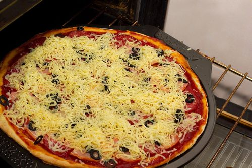 сколько времени готовить пиццу в духовке и при какой температуре