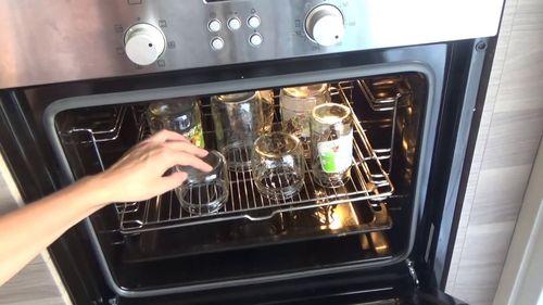 Сколько минут стерилизуют банки в духовке