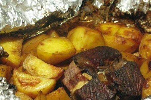 Приготовление мяса с картошкой в фольге