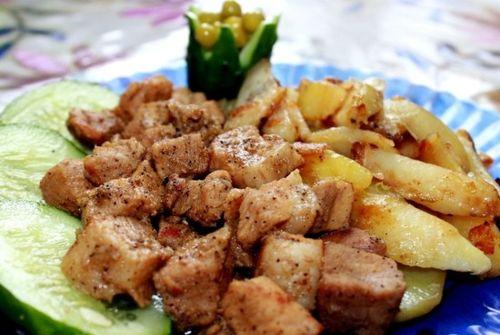 Свинина с картошкой жаренная