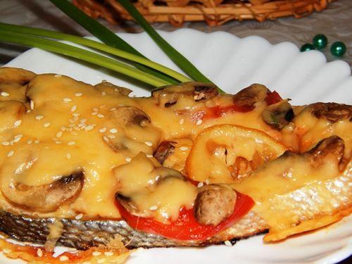 Лосось с грибами и сыром