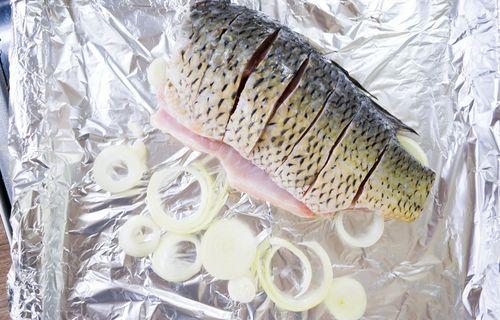 Рыба с луком для запекания